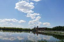 泰湖的蓝天白云