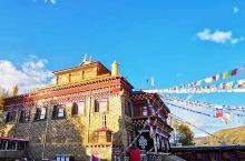 甘孜道孚县往南70公里处,八美镇镇北有一座占尽风水的古刹叫山卡寺,始建于1255年,距今已有七百五十