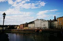 阿诺河是意大利中部托斯卡纳区域主要河流,流经佛罗伦萨,比萨等城市,流入利古里亚海,全长240公里。阿