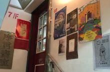 香港有个序言书室,在旺角西洋菜南街闹市里的一个楼,有提示牌上第7层,寻上去感觉神秘兮兮的,到了才发现