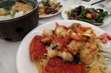 龙虾便宜了 金都海鲜现在消费118.8送龙虾一只 选了一个周末的晚上 提前预定了位置 送龙虾的餐单是