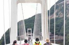 一行11人自驾来到丹东凤凰山,车开到紫阳观坐缆车上去,老牛背玻璃栈道直到吊桥,回到杜鹃坡下山徒步到紫