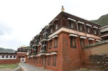 一路向西 绝美秘境 拉卜楞寺2:地处夏河县的地拉卜楞寺有恢宏的建筑群,很多建筑金碧辉煌,寺院内供奉着