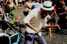 万人景仰的万神殿广场上街头艺人,古老和现代的和谐