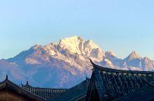 """玉龙雪山在纳西语中被称为""""欧鲁"""",意为""""天山""""。其十三座雪峰连绵不绝,宛若一条""""巨龙""""腾越飞舞,故称"""