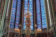 亚大眠教堂坐落于法国索省姆亚眠市索姆河,畔建于1220年,是13世最纪大的特哥式