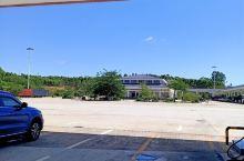 高速公路上的加油站,方便快速,停车休息,劳逸结合,安全驾驶,场地干净,绿化很好,给旅行者以轻松,愉快