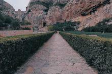 悬崖峭壁上的悬空寺