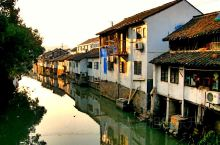 石浦镇位于千灯镇最东部,靠近上海青浦区,是昆山东南隅之主要贸易集市和农副产品集散地。老街两边的房屋历