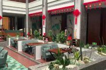 著名的乐山大佛 是一道靓丽的风景线 这次入住乐山洵怿酒店 中式庭院超自然舒服  酒店选址乐山岷江一