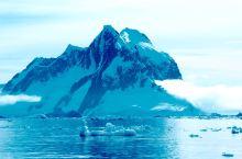 雷麦瑞海峡,又称利马水道,也是南极最漂亮的航道之一。两边都是冰山峭壁、峭壁上也有企鹅在栖息。不时有冰