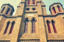 望海楼教堂旧称圣母得胜堂,位于天津市河北区狮子林大街西端北侧,斜对狮子林桥,以其旧址望海楼而得名。于