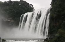 黄果树瀑布不只一个瀑布的存在,以它为核心,在它的上游和下游20千米的河段上,共有瀑布18个。在黄果树