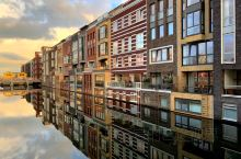 Discover a different Amsterdam-light and shadow cr