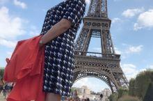 埃菲尔铁塔 在战神广场摆拍, 可惜没有时间上去铁塔,下次吧。