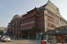 今天到桂林大圩古镇,在停车场看到这几栋楼,真是大开眼界,据说是私人建的,看起来很旧,其实是仿古建筑,