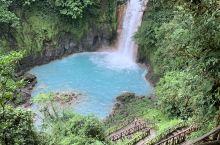 中美州雨林森林中的发现。奇迹的精彩。两条河流pH值的不同碰撞出精彩。