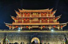 气派的城楼,可以直接观赏广济桥~ 晚上灯光效果更有感觉~