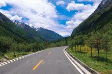蓝天,白云,雪山,草地,真的很美。