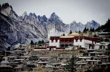 膜拜在雪山下的老冷谷寺