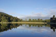 新西兰南岛,湖中倒影
