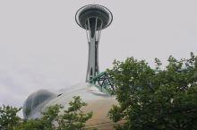 太空针塔(Space Needle)是位于美国华盛顿州西雅图的一个观景塔,是西雅图的地标性建筑之一。