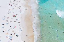 黄金海岸不只有冲浪圣地,也有悠闲宁静适合发呆的好地方!海洋如镜面一般静谧,如翡翠一般碧绿。细浪拂过脚