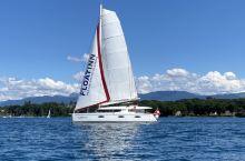 瑞士最大湖泊莱蒙湖上行船
