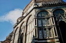 ''圣母百花大教堂''多么好听美丽的名字,佛罗伦萨城市绝对的地标也是市内最高的建筑。世界上第四大天主