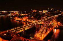 波尔图真的太美了。作为一个极富世界主义精神的城市,波尔图Porto已被国际公认为探索目的地,以及许多
