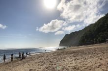 海浪,沙滩。