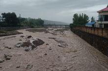 好大的水流,下雨多日的结果,