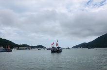 乌石塘,沙滩都是黑色的鹅卵石,很有特色的。门票里面含船费,可以坐渔船出海5分钟,很有意思!