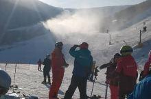 """这是位于河北省张家口市崇礼区的""""万龙滑雪场"""",我们几个朋友相约来到了这里,迎着明媚的阳光,玩着满山的"""