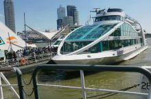 在鹿特丹港坐游轮