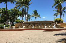 汤斯维尔的史特兰特海滩是这里的城市主海滩,整个海滩非常的漂亮,有着连绵的沙滩,海滩上有着漂亮的雕塑和