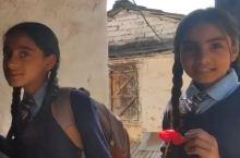 喜马拉雅山脚下300多名尼泊尔学生,第一次看见中国人什么反应?