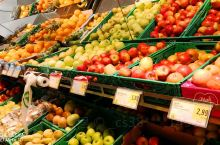 开放的萨尔茨堡中央火车站,人来人往。站内的SPAR超市商品琳琅满目,价格便宜。为了自己做一顿自助晚餐