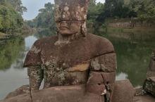 圣剑寺,是柬埔寨吴哥一座建于12世纪阇耶跋摩七世时期的主要庙宇。 相传该寺是阇耶跋摩七世为纪念他父亲