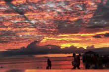 夏威夷威基基海滩 运气好的话可以看到火烧云