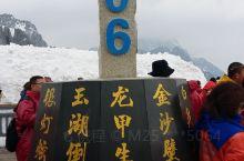 丽江最有名的一个景区,玉龙雪山海拔不是特别高,但至今无人登顶,游客可以坐缆车到4500米,然后爬到4