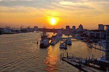 我的心  久久停留在那个夏天 汉堡港口 海面上温柔的夕阳