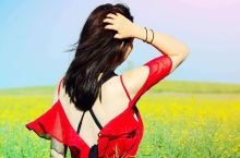 在呼伦贝尔,都市的嘈杂,生活的忧虑,瞬间会被草原的广阔胸怀所融释,面对草原,会有另一种震撼,心灵的悸