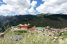 八邦寺,位于甘孜藏族自治州的德格县,在八邦乡政府附近。 这里的海拔已有3800米左右,为藏传佛教噶举