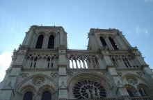 没有被毁坏的巴黎圣母院全景