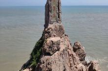 """成山头,又称""""天尽头"""",位于山东省威海市荣成市成山镇,因地处成山山脉最东端而得名。成山头三面环海,一"""