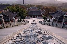 乾元观初为秦时李明真人炼丹院,传说秦始皇曾到此求取长生不老药。其中有灵官殿,三清殿和东西拜殿,这里外