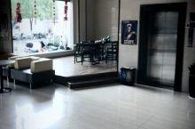 交通方便,房间卫生干净,房间整洁无异味,楼下小吃特别多,旁边就是汽车总站,价格美丽,服务态度特别好,