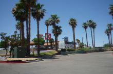 在洛杉矶逛奥特莱斯。