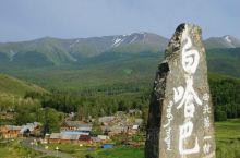 到达白哈巴后,有一趟小车把游客送到大石头的位置,站在大石头眺望,对面的山峰就是属于哈萨克斯坦境内了,